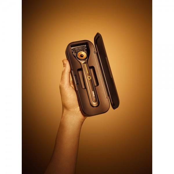 Бритвенный станок Gillette Labs Heated Razor + 2 кассеты + футляр с подзарядкой