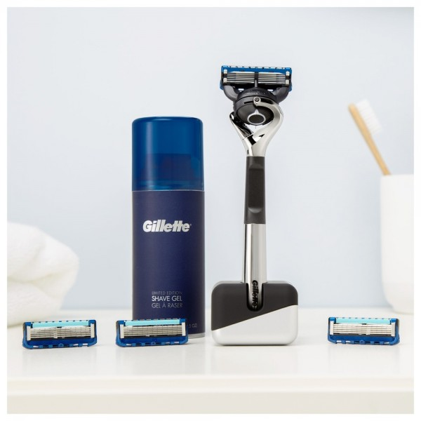 Подарочный набор Gillette Fusion5 ProGlide ограниченная серия с хромированной ручкой (бритва+4кас+гель+подставка)
